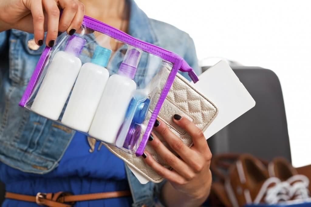 Bạn chỉ được phép mang các loại mỹ phẩm có dung tích dưới 100ml trong hành lý xách tay