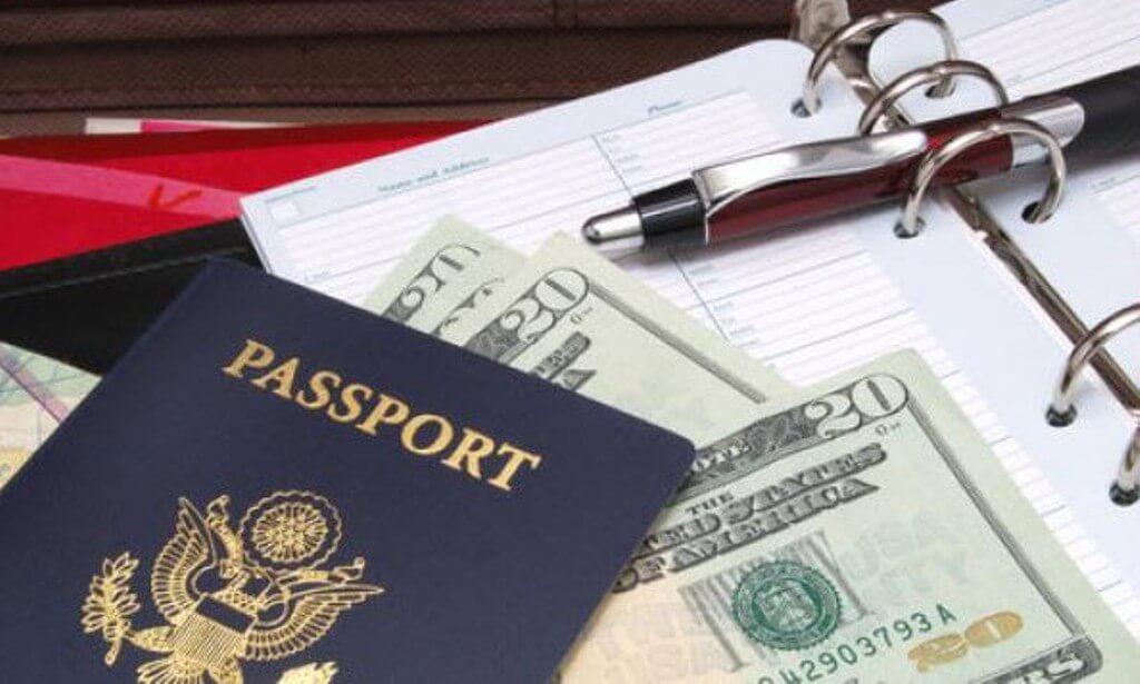 Tiền bạc và giấy tờ tùy thân nên để ở hành lý xách tay