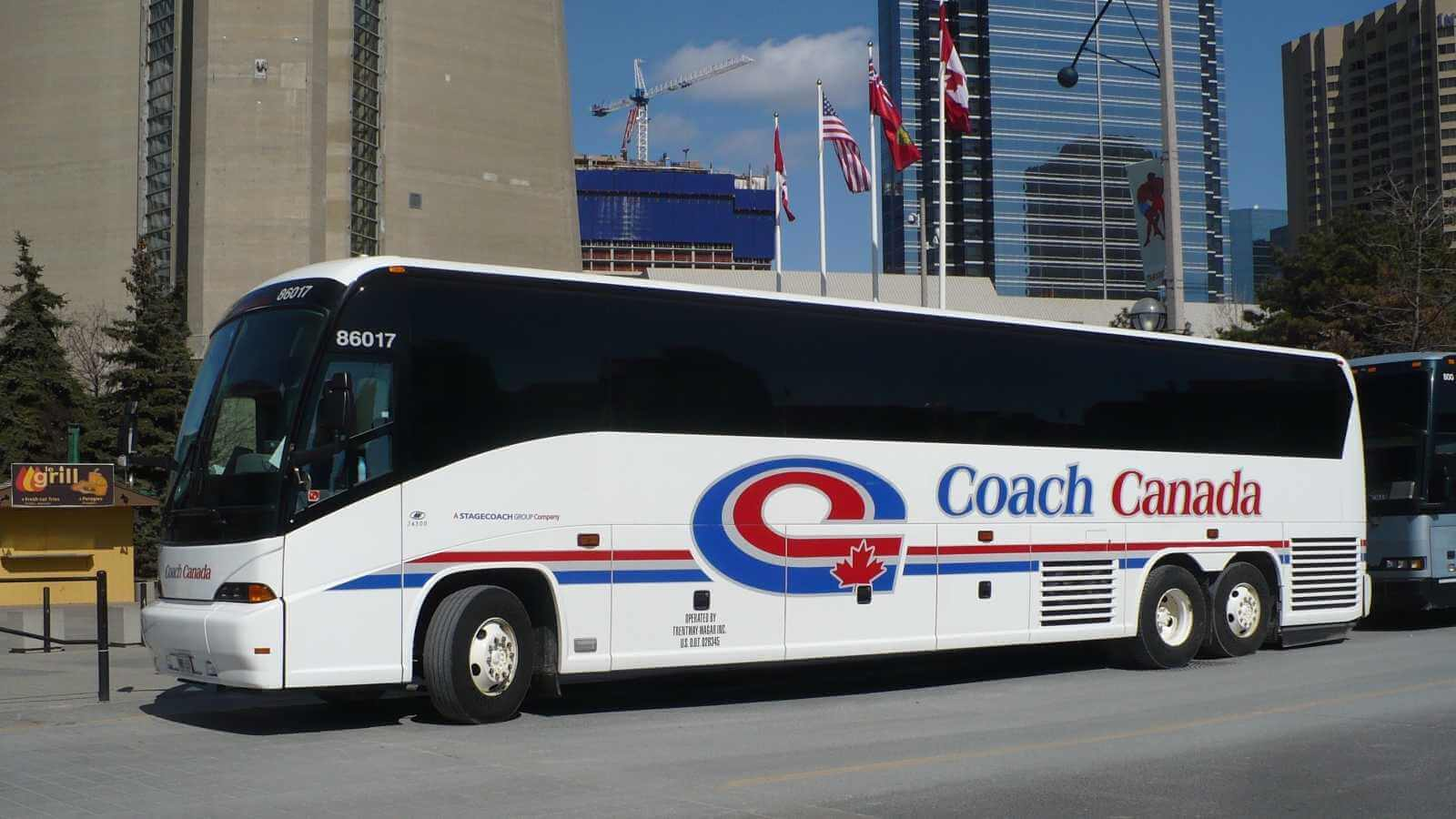 Xe buýt sẽ là lựa chọn hoàn hảo cho bạn trong những ngày đầu tiên đặt chân đến Canada