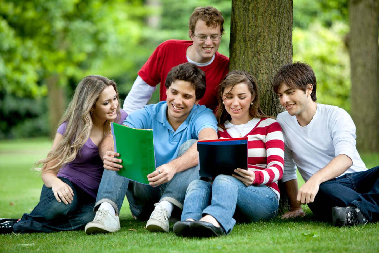 Du học nghĩa là bạn phải xa gia đình một khoảng thời gian dài để hòa nhập vào một cuộc sống mới